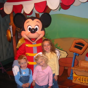 """Thanks Mickey!"" - Teaching Gratitude at Disneyland"