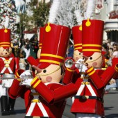 Five Things You Need to Know if You're Going to Disneyland During the Holidays